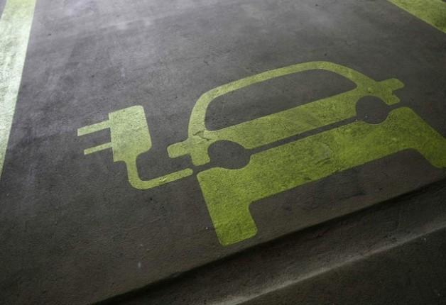 Governo vai reduzir IPI de carros elétricos e híbridos