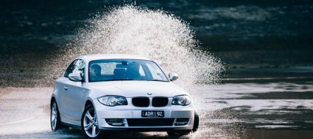 Você sabe como evitar aquaplanagem e o que fazer caso aconteça?
